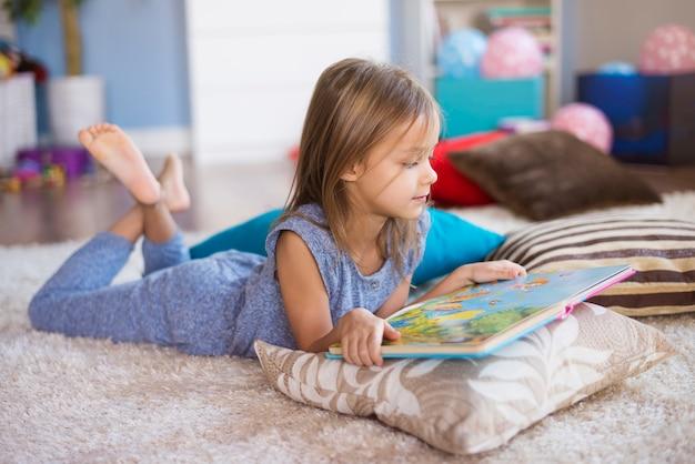 Die beste position, um ein buch zu lesen