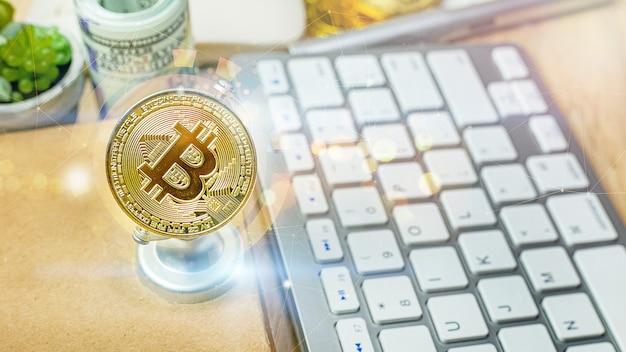 Die bitcoin-währung auf bürotisch für geschäftsinhalte.