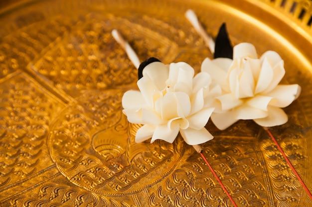 Die blume des begräbnisses eine thailändische kultur gedenkt duft kalamet falte als blume.
