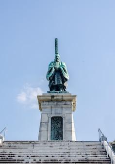 Die bronzestatue von kameyama-joko, kaiser kameyama