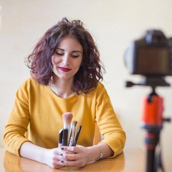 Die brunettebloggervertretung bilden bürsten