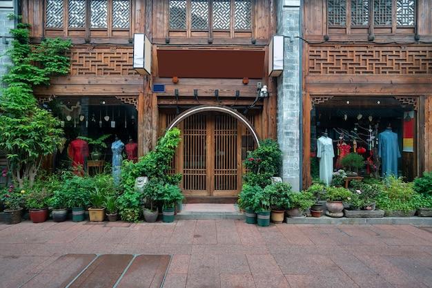 Die dachböden und straßen der alten gebäude befinden sich in ningbo, provinz zhejiang, china