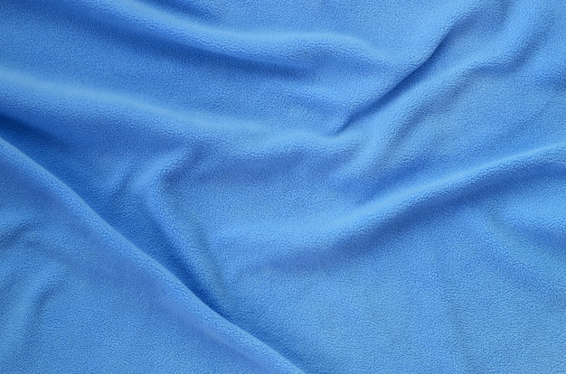 Die decke aus pelzigem blauem fleece.