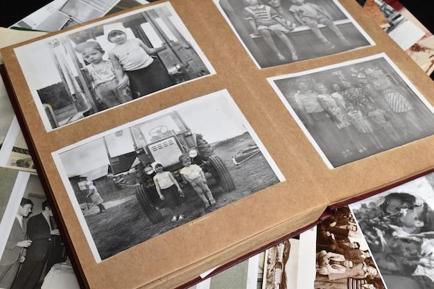 Die erinnerung an die ferne vergangenheit. familienfotoarchiv.