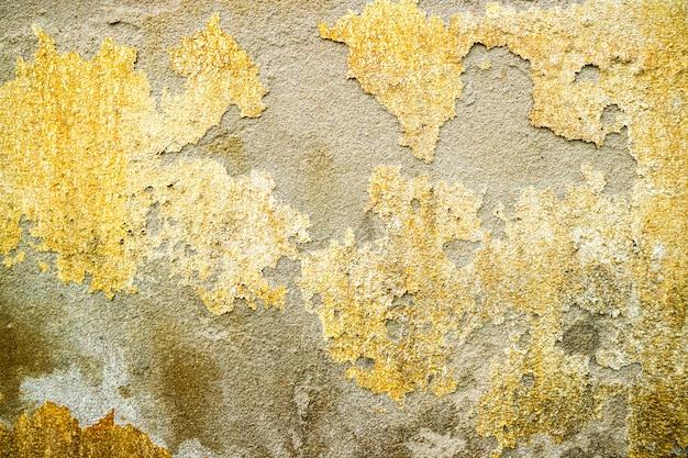 Die erosion der betonoberfläche wurde durch das grundwasser beschädigt
