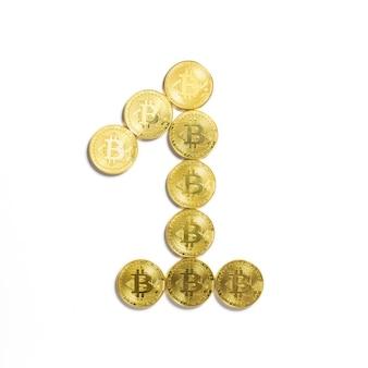 Die figur von 1 aus bitcoin-münzen ausgelegt und auf weißem hintergrund isoliert
