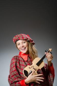 Die frau in schottischer kleidung im musikalischen konzept