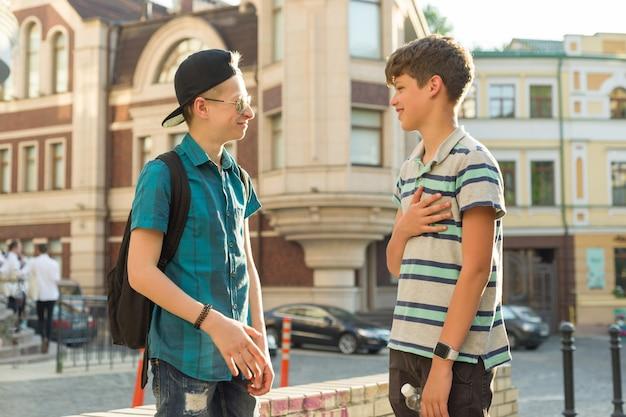 Die freundschaft und kommunikation von teenagern