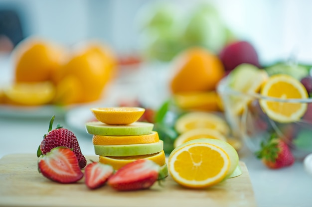 Die früchte des gesundheitsfreundes gesundes obst und gesundheitspflege, um gesundes essen zu essen. zur haut