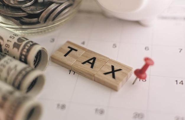Die geldgeschäftsersparnis für lohnsteuerkonzept, selektiven und weichen fokus.