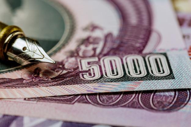 Die gewonnene banknote nordkoreas ist die landeswährung und der stift zum schreiben