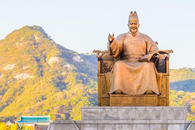 Die große goldene statue