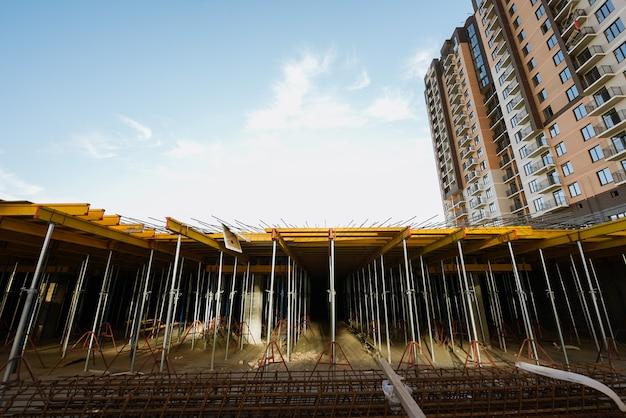 Die gründung eines neuen hochhauses