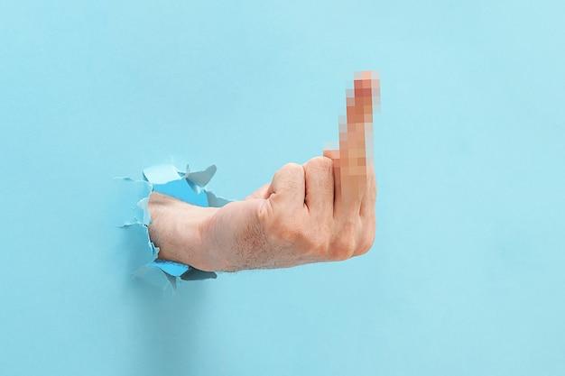 Die hand des mannes zeigt eine geste, dich zu ficken