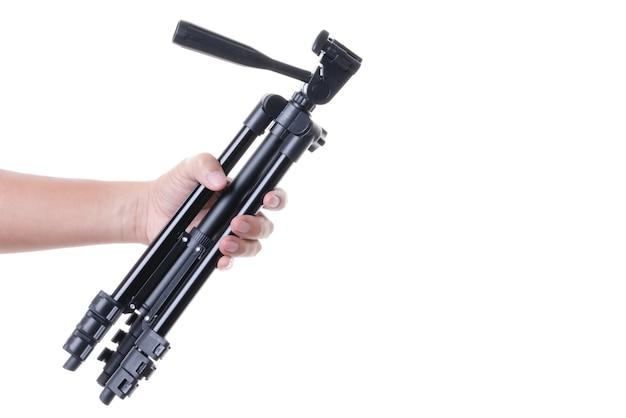 Die hand, die ein stativ, eine fotografie hält, stabilisieren und heben ausrüstung an
