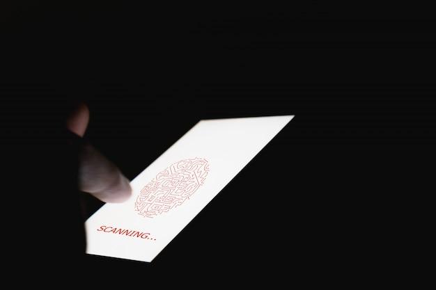 Die hand scannt biometrische fingerabdrücke zur genehmigung