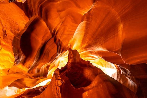 Die höhle berühmt für die fenstertapeten, upper antelope in der stadt page, arizona. vereinigte staaten