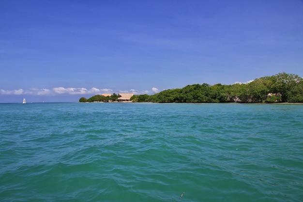 Die insel in rosario inseln des karibischen meeres schließen cartagena in kolumbien