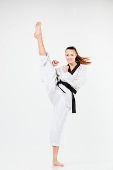 Die karatefrau mit schwarzem gürtel