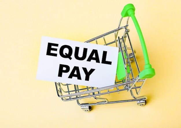 Die karte mit den worten equal pay befindet sich im warenkorb.
