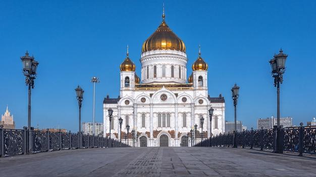 Die kathedrale christi des erlösers am nördlichen ufer der moskwa