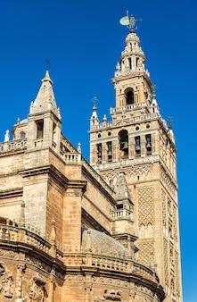 Die kathedrale der heiligen maria vom see in sevilla - andalusien, spanien