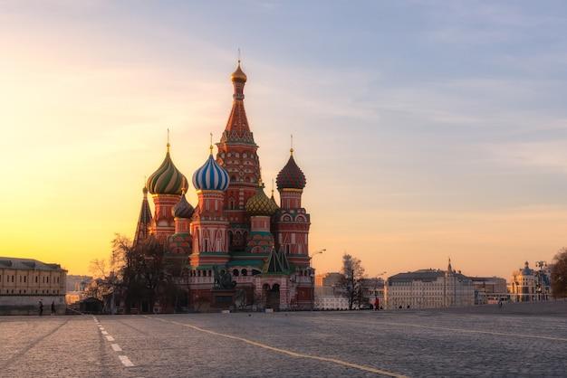 Die kathedrale des heilig-basilikums am roten platz in moskau, russland das gebäude, jetzt ein museum.