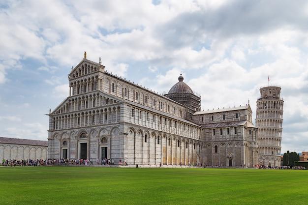 Die kathedrale und der schiefe turm von pisa