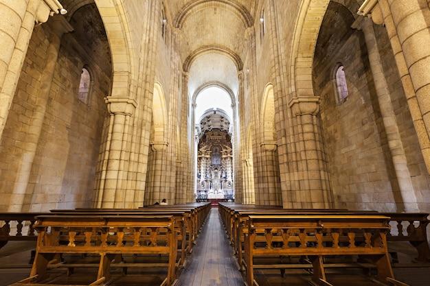 Die kathedrale von porto (se do porto) ist eines der ältesten denkmäler und eines der wichtigsten romanischen denkmäler in portugal