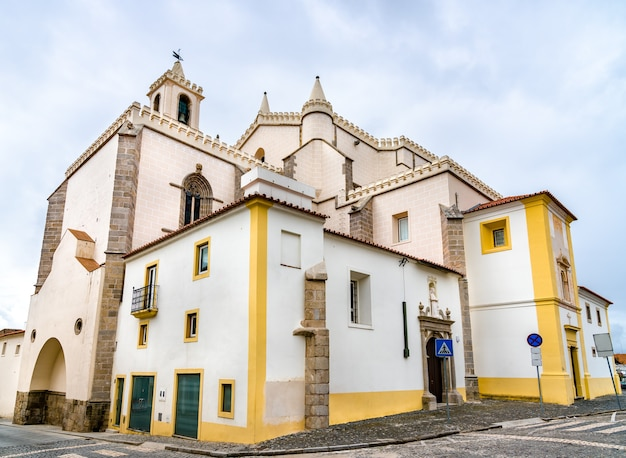 Die kirche des hl. franziskus in evora. unesco-welterbe in portugal