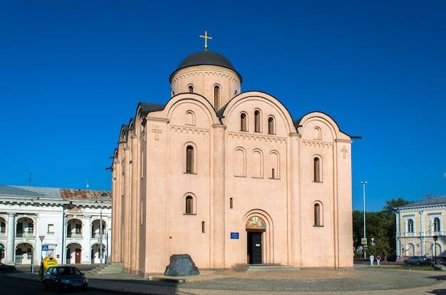 Die kirche mariä himmelfahrt der jungfrau maria pyrohoshchi in kiew