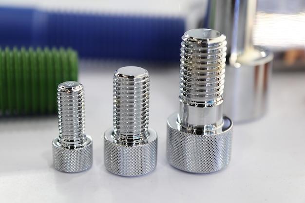 Die kleinen bolzen und muttern für industriemaschinen