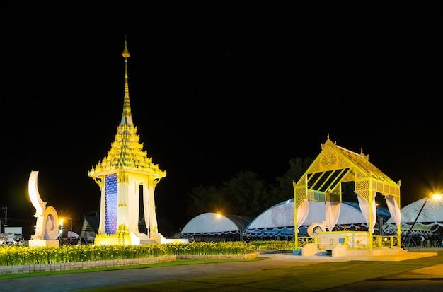 Die königliche feuerbestattung für seine majestät der verstorbene könig bhumibol in phuket.