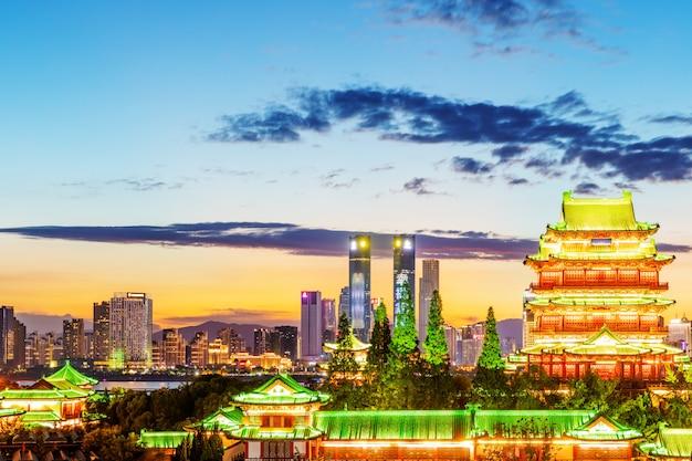 Die kombination von stadtarchitektur und alter architektur in nanchang