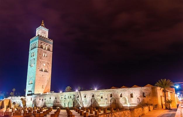 Die koutoubia- oder kutubiyya-moschee, die größte moschee in marrakesch - marokko