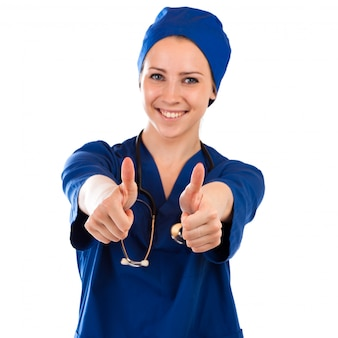 Die krankenschwester, die daumen herauf tragendes stethoskop des erfolgszeichens zeigt und scheuert sich