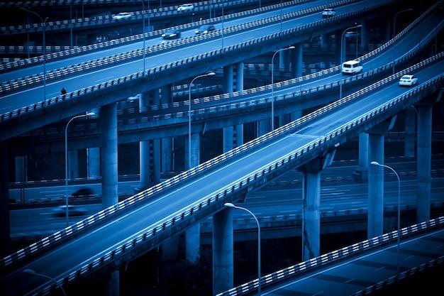 Die kreuzende mehrstöckige überführung in chongqing, china