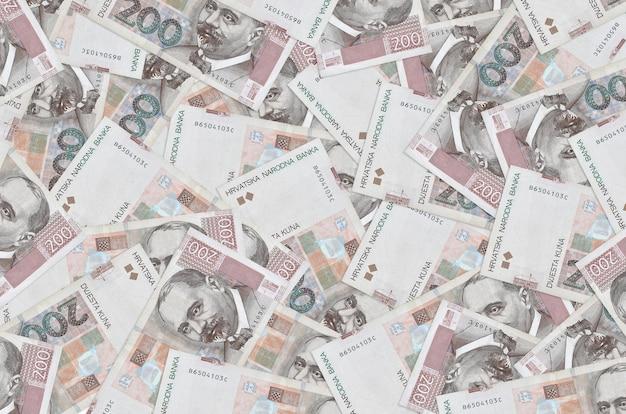 Die kroatischen kuna-rechnungen liegen auf einem großen haufen. reichhaltiger konzeptioneller hintergrund des lebens.