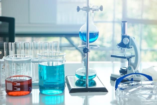 Die laborausstattung ist einsatzbereit für das gesundheitswesen