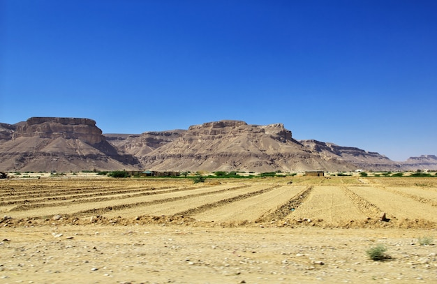 Die landschaft in bergen in wadi hadhramaut, jemen