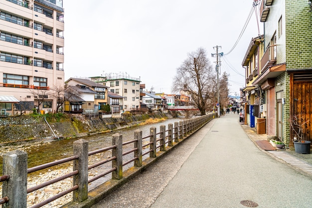 Die landschaftsaufnahme der stadt takayama.