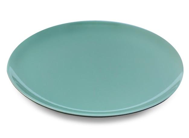 Die leere grüne platte auf weißem hintergrund. selektiver fokus