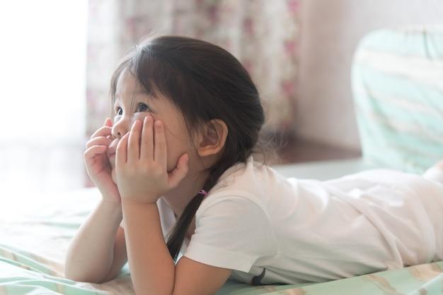 Die lieben asiatinnen machen mund, weil sie nicht glücklich sind.