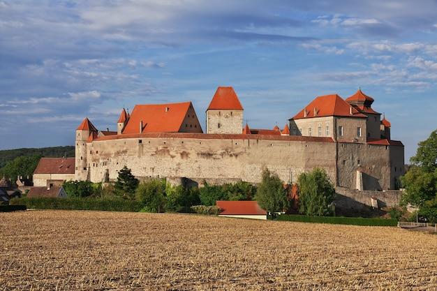 Die mittelalterliche burg in bayern deutschland