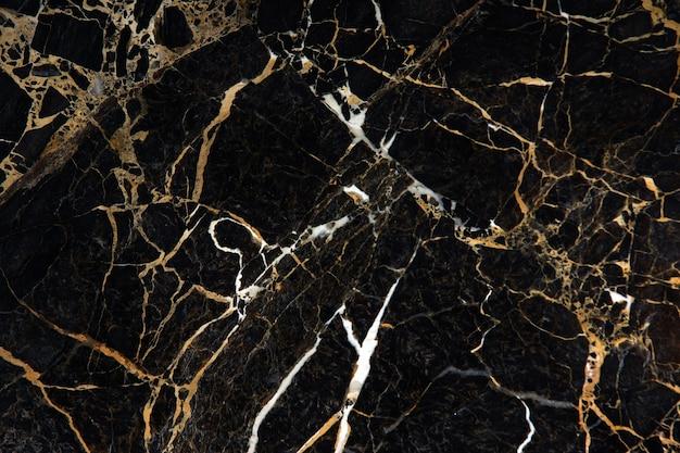 Die oberfläche des schwarzen teuren marmors mit gelben und weißen adern heißt new portoro.