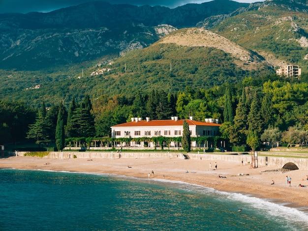 Die park milocer villa beach queen in der nähe der insel sveti stefan in montenegro