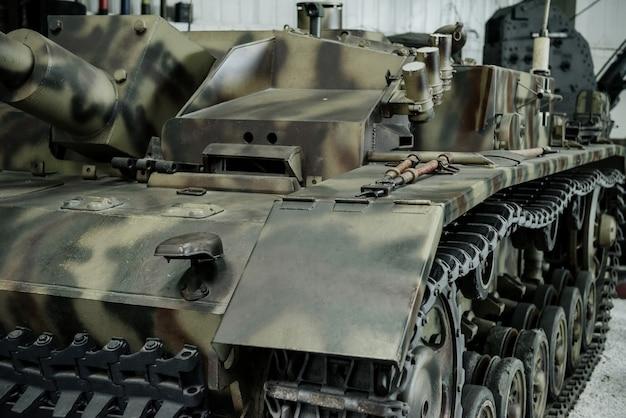 Die partikelansicht des alten schwarz-braunen tanks