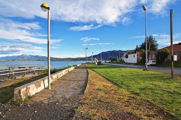 Die promenade in puerto natales, chile