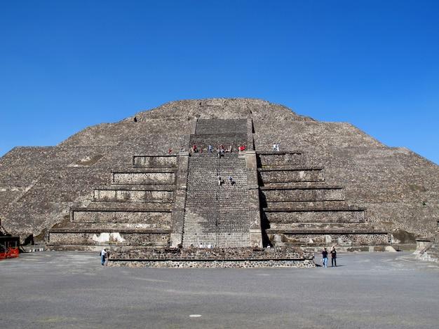 Die pyramide des mondes in den alten ruinen der azteken, teotihuacan, mexiko