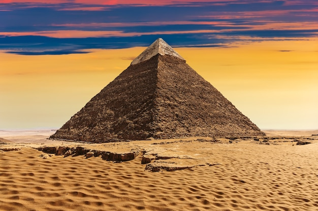 Die pyramide von khafre, schöne aussicht auf den sonnenuntergang.